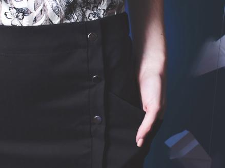 jupe-droite-noire-detail-we